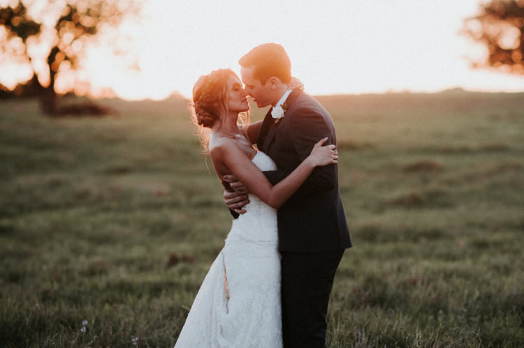 Outdoor Rustic Boho Forest Field Sunset Natural Bride Groom Kiss | Organic Earthy Fun Wedding Oklahoma http://zaynewilliams.com/