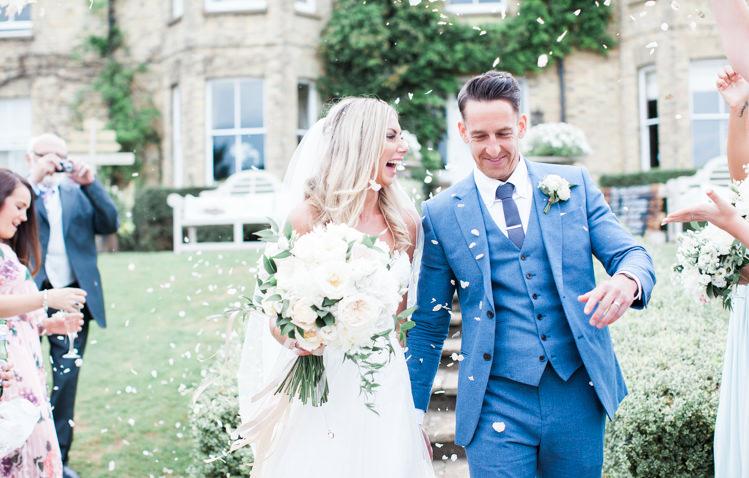 Confetti Throw Fresh Modern Countryside Outdoor Wedding https://www.nikkismoments.com/
