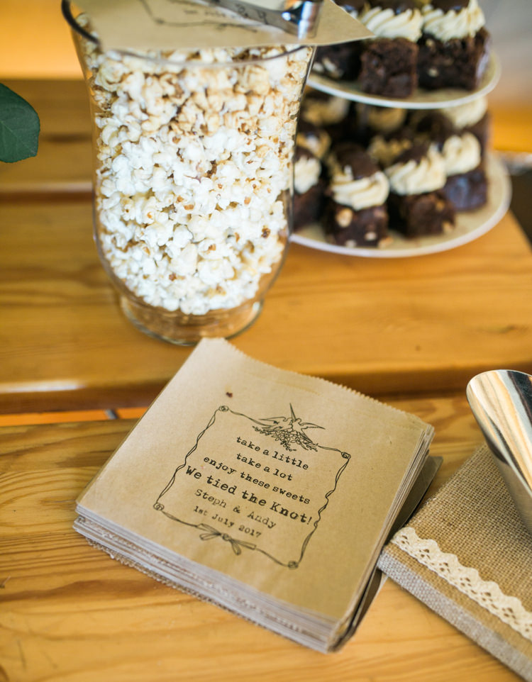 Popcorn Table Fresh Modern Countryside Outdoor Wedding https://www.nikkismoments.com/