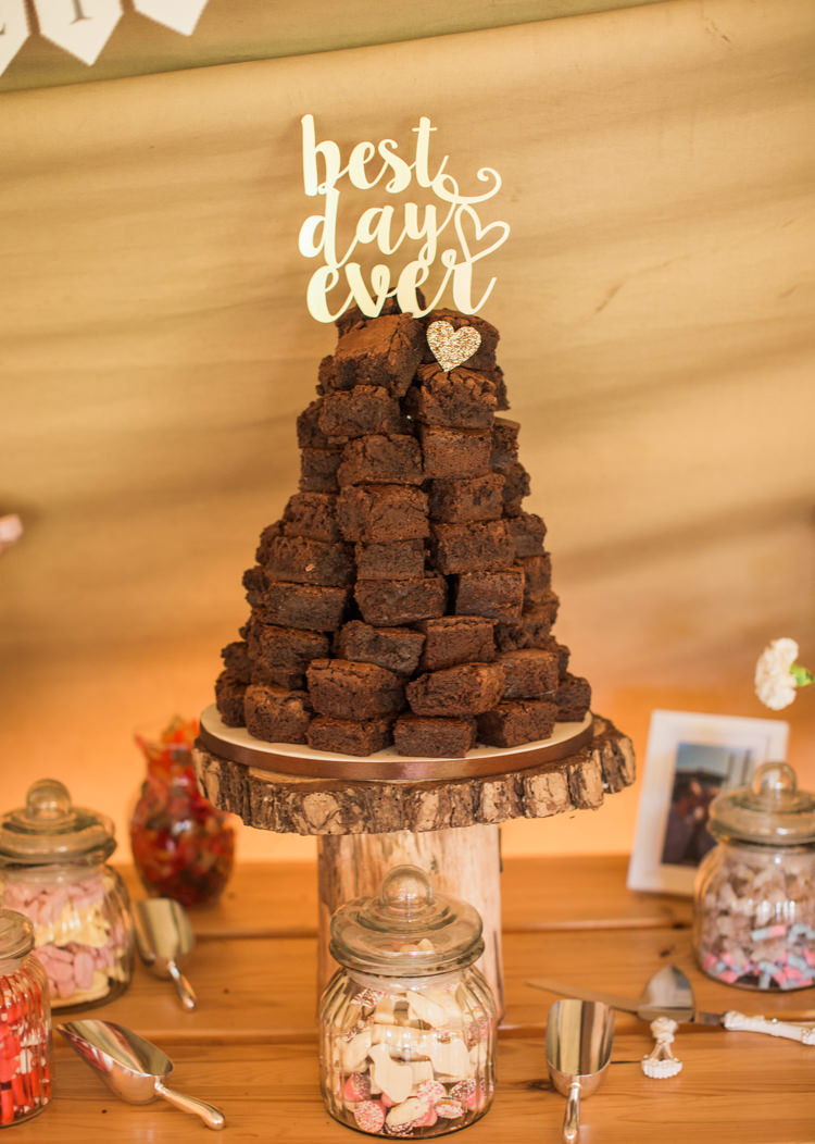 Brownie Tower Cake Stack Fresh Modern Countryside Outdoor Wedding https://www.nikkismoments.com/