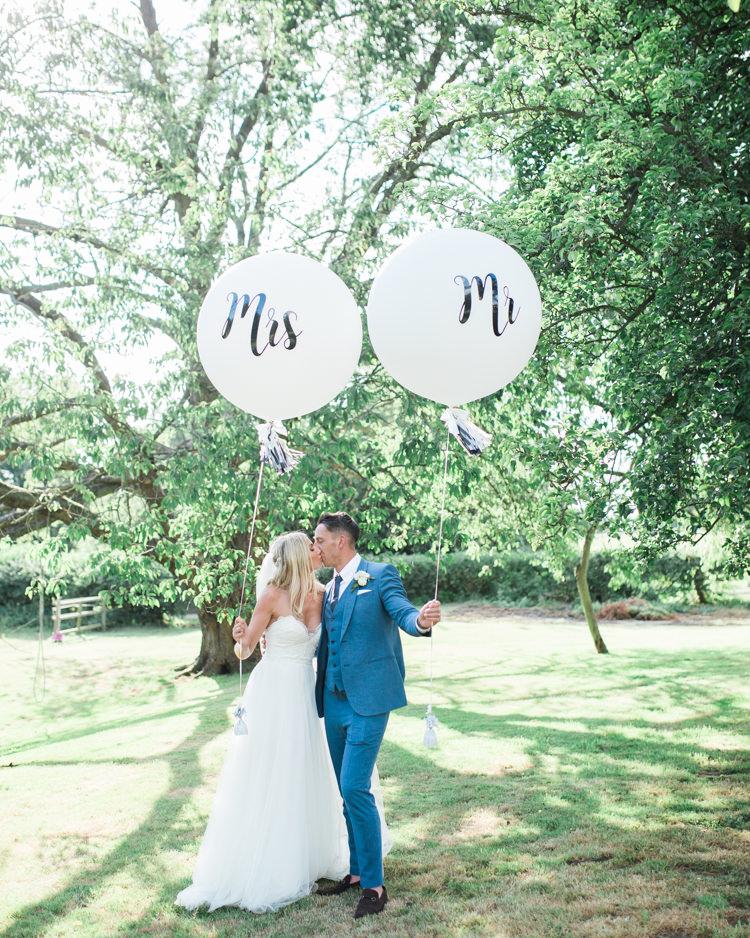 Mr Mrs Giant Balloons Fresh Modern Countryside Outdoor Wedding https://www.nikkismoments.com/