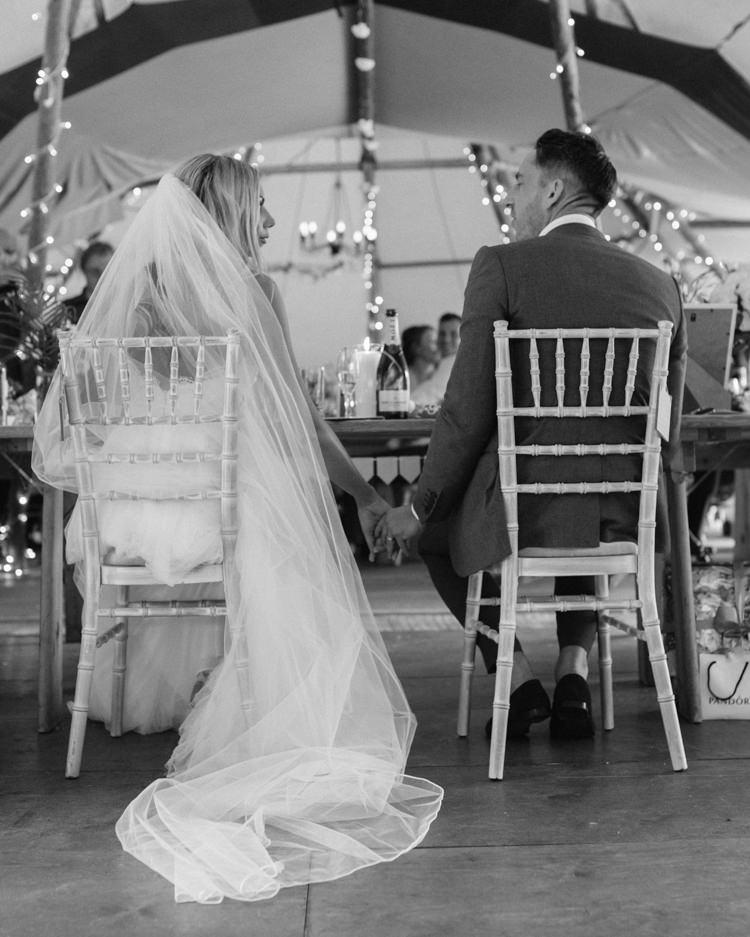 Fresh Modern Countryside Outdoor Wedding https://www.nikkismoments.com/