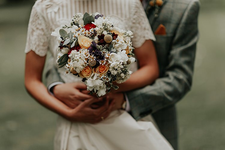 Bouquet Flowers Rose Daisy Eucalyptus Bride Bridal Beautiful Simple Relaxed Barn Wedding http://jenmarino.com/