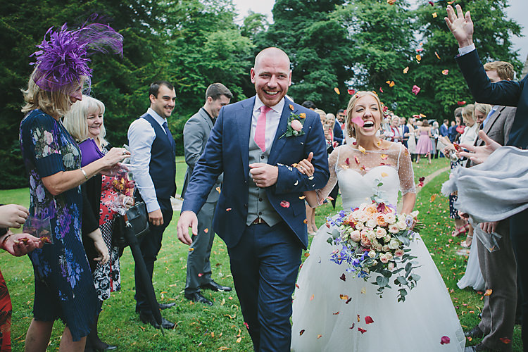 Pretty Country Gin Wedding Http Www Victoriasomersethowphotography Co Uk