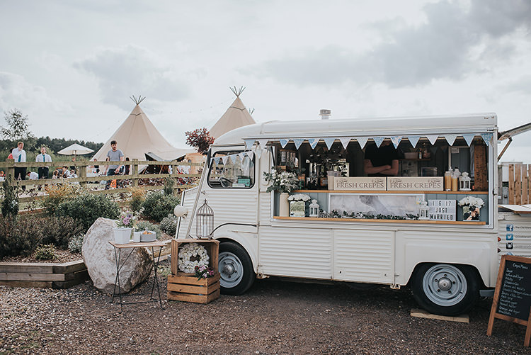 Food Truck Crepes Pancakes Happy Crafty Summer Farm Wedding http://twigandvine.photography/