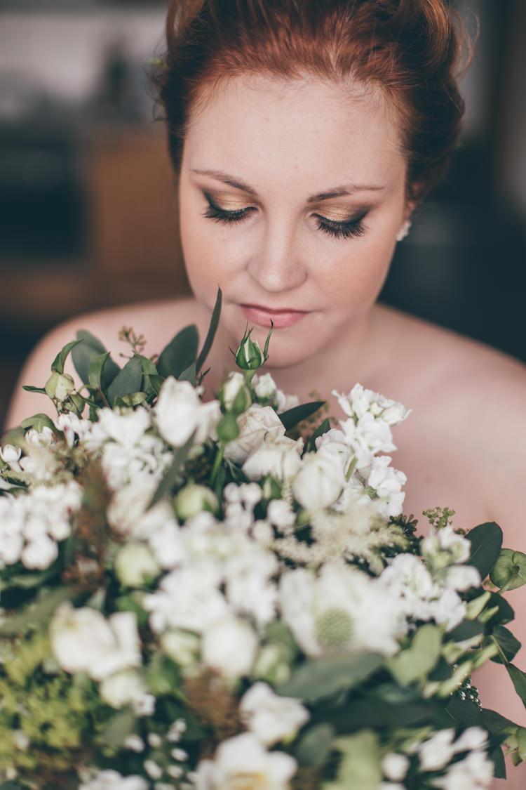 Bouquet Bride Bridal Make Up Beauty Natural Earthy Greenery Home Made Wedding http://rachellambertphotography.co.uk/