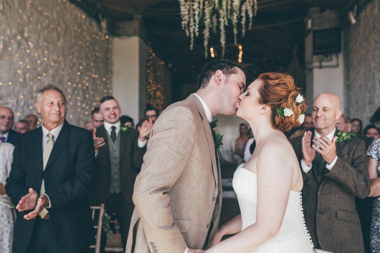 Natural Earthy Greenery Home Made Wedding http://rachellambertphotography.co.uk/