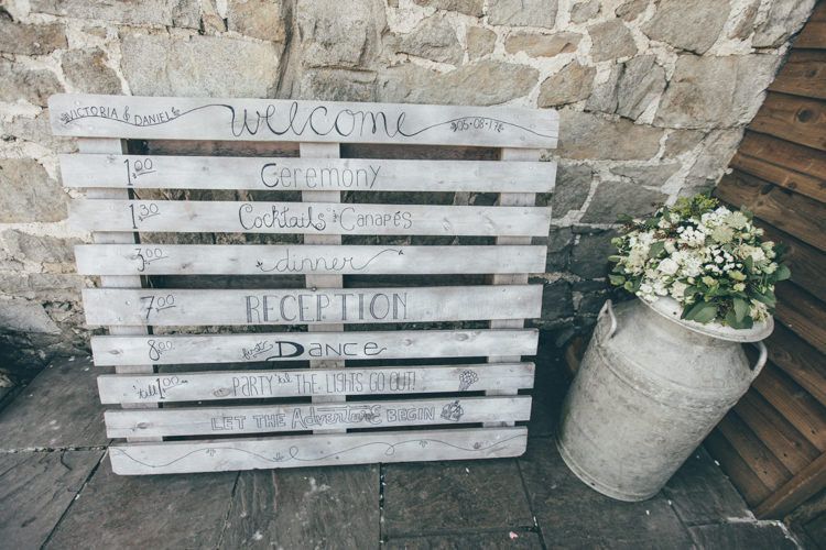 Wooden Pallet Sign Natural Earthy Greenery Home Made Wedding http://rachellambertphotography.co.uk/