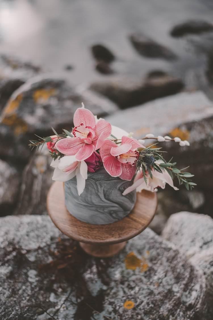 Marble Cake Pink Orchid Minimalist Norway Mountain Elopement | Moody Chic Norwegian Fjord Wedding Ideas https://www.anoukfotografeert.nl/