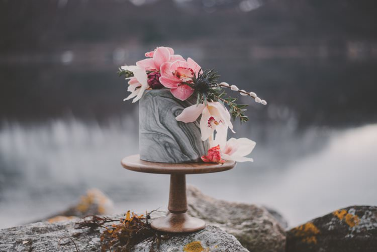 Marble Cake Pink Orchid Minimalist Norway Mountain Elopement | Moody Chic Norwegian Fjord Wedding Ideas https://www.anoukfotografeert.nl/
