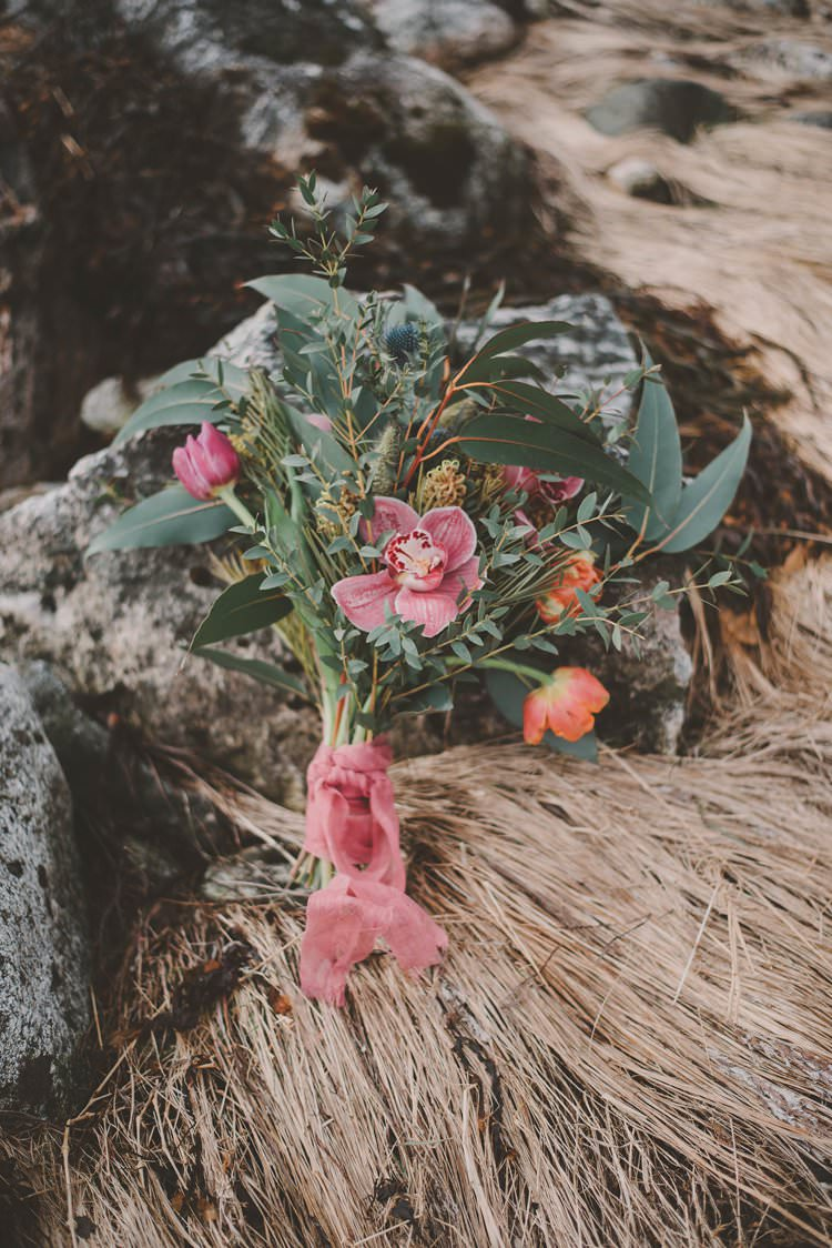 Minimalist Pink Bouquet Rustic Norway Mountain Elopement | Moody Chic Norwegian Fjord Wedding Ideas https://www.anoukfotografeert.nl/