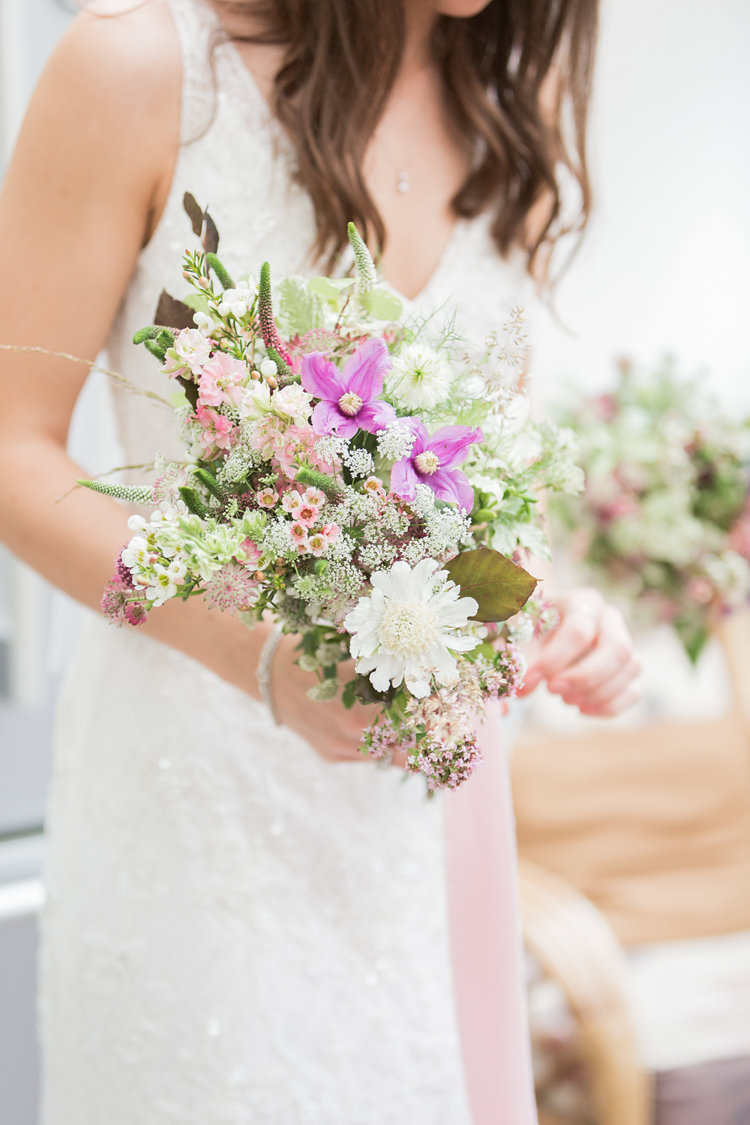 Bride Bridal Flowers Bouquets White Pink Wild Natural Fun Late Summer Outdoor Farm Wedding http://bowtieandbellephotography.co.uk/