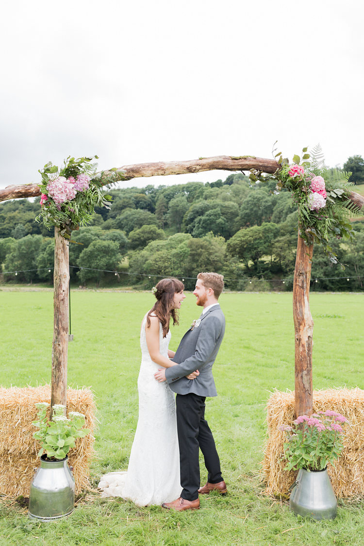 Fun Late Summer Outdoor Farm Wedding http://bowtieandbellephotography.co.uk/