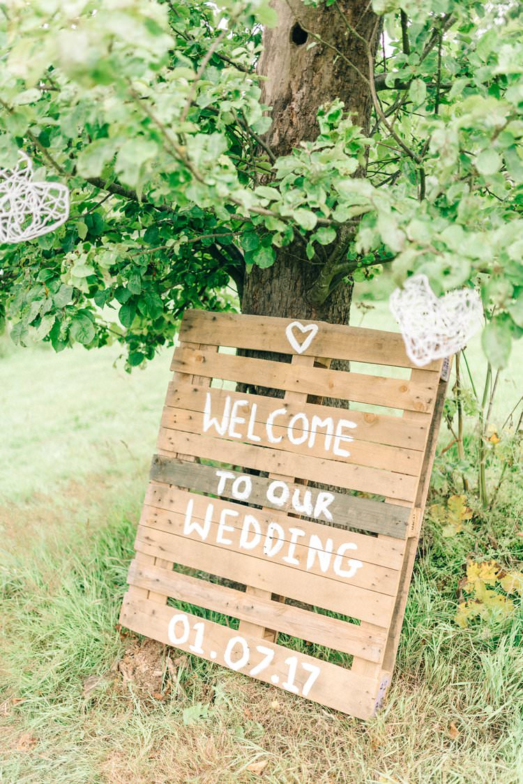 Wooden Pallet Welcome Sign Rustic Summer Country DIY Barn Wedding http://sarahjaneethan.co.uk/