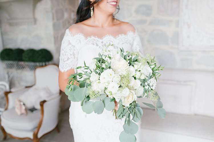 Bouquet Flowers Greenery Foliage White Roses Bride Bridal Romantic Scenic Tuscany Destination Wedding http://ilariapetrucci.co.uk/