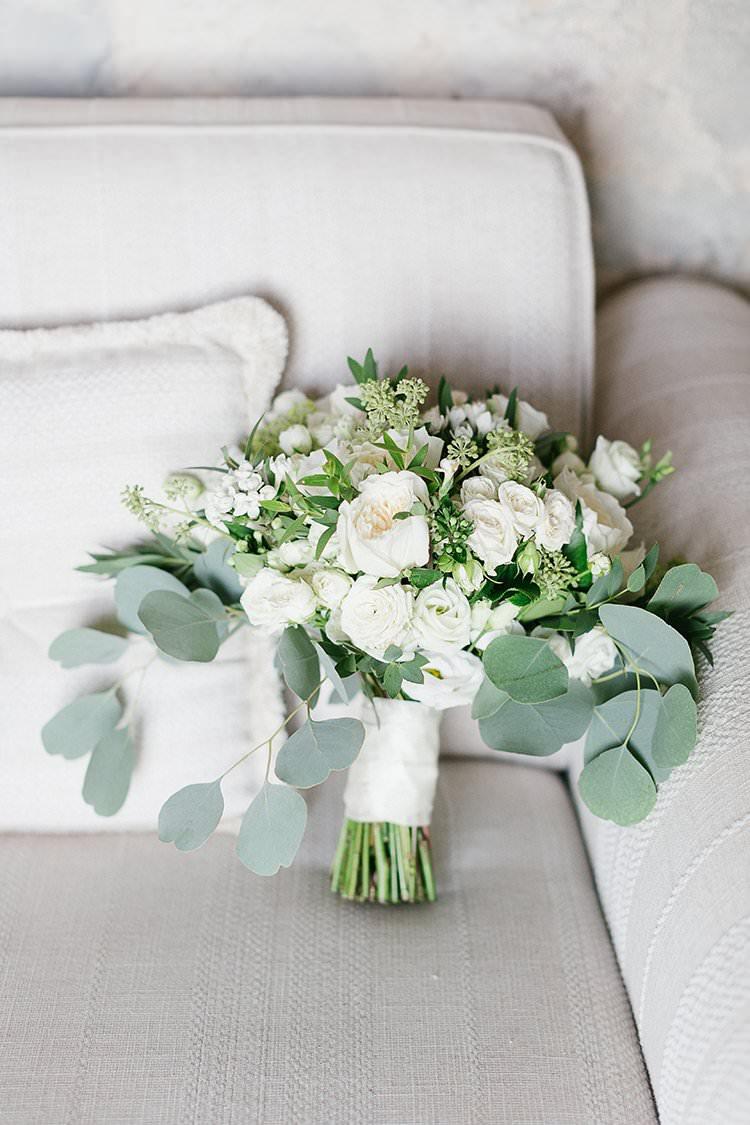 Bouquet Flowers Greenery Foliage White Roses Bride Bridal Romantic Scenic Tuscany Destination Wedding http://ilariapetrucci.co.uk/
