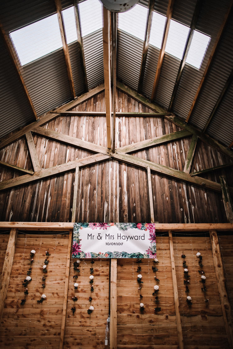 Floral Sign Banner Luxe Rustic Autumn Berry Wedding http://www.oobaloosphotography.co.uk/