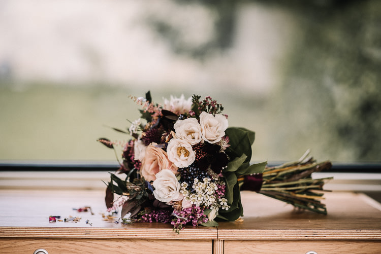 Luxe Rustic Autumn Berry Wedding http://www.oobaloosphotography.co.uk/