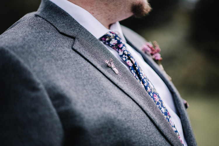 Stag Pin Badge Groom Luxe Rustic Autumn Berry Wedding http://www.oobaloosphotography.co.uk/