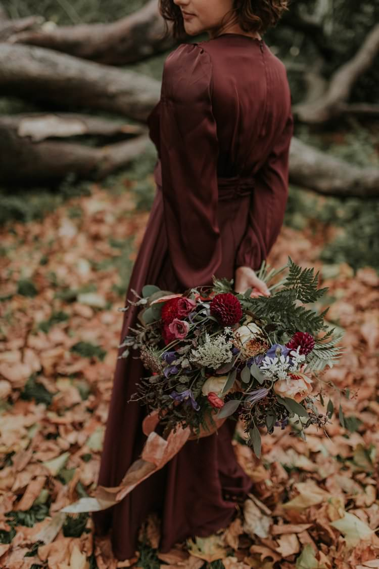 Bouquet Flowers Bride Bridal Wild Natural Rose Greenery Dahlia Ribbon Autumn Hygge Wedding Ideas http://meganelle.co.uk/