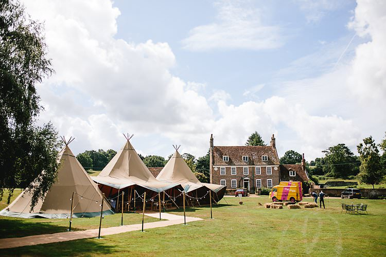 Chafford Park Kent Tropical Countryside Tipi Wedding https://parkershots.com/