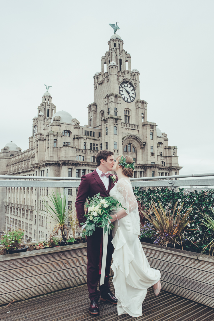 Bride Groom Romantic Kiss Photo Cityscape Terrace View Liverpool | Greenery Burgundy City Autumn Wedding http://lisahowardphotography.co.uk/