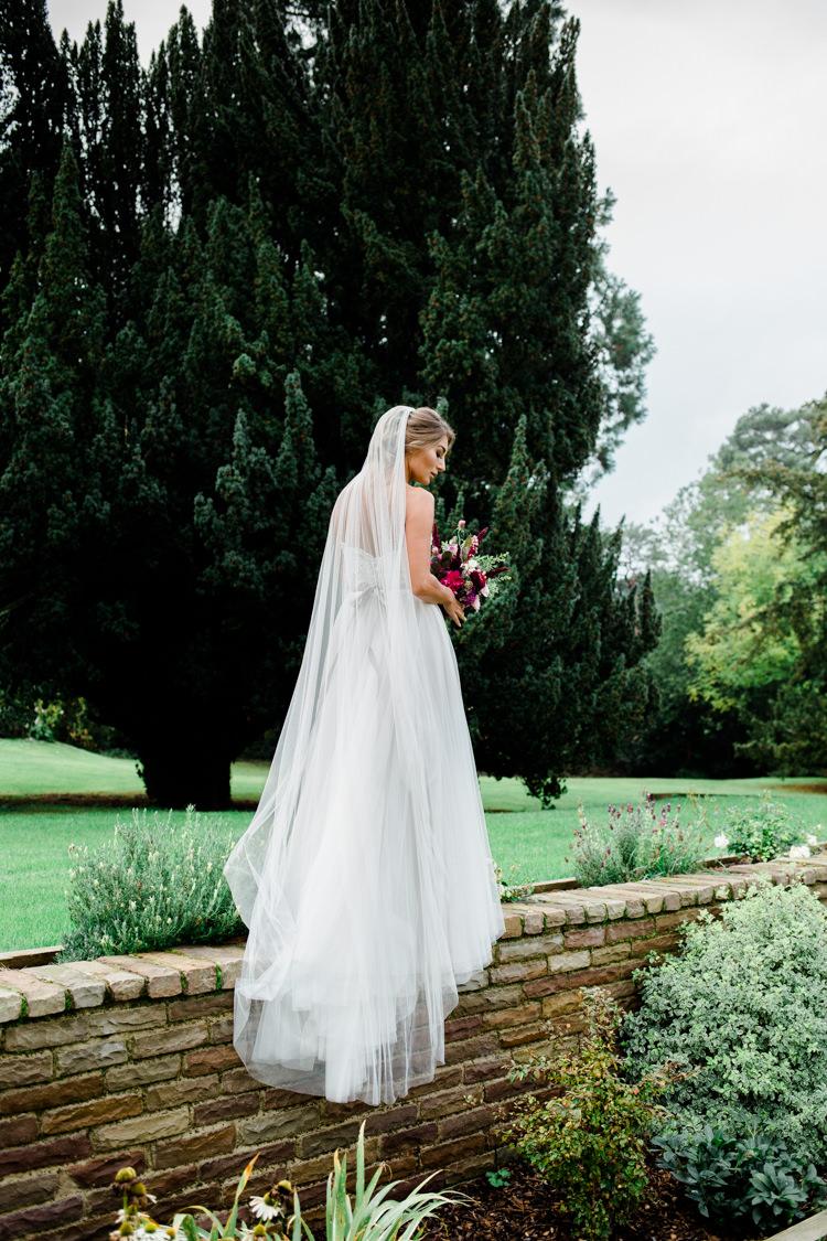 Long Veil Bride Bridal Tulle Outdoorsy Late Summer Marquee Wedding Ideas http://www.esmefletcher.com/