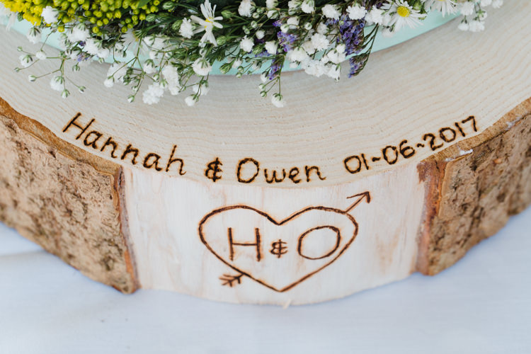 Personalised Wood Slice Tree Cake Stand Relaxed Fun Beach DIY Wedding http://www.michellehuggleston.com/