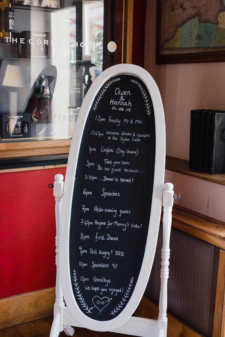 Mirror Blackboard Order of Day Relaxed Fun Beach DIY Wedding http://www.michellehuggleston.com/