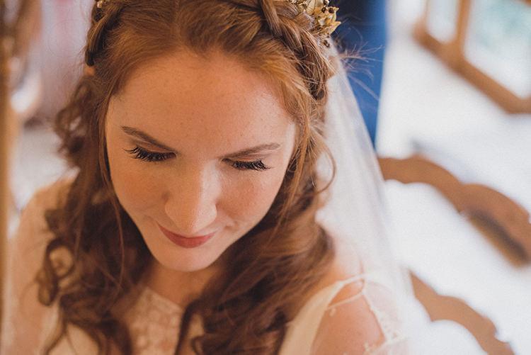 Make Up Bride Bridal Joyful Warm Cosy Autumn Barn Wedding http://www.rebeccadouglas.co.uk/