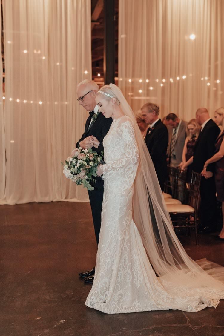 Modern Stylish Chic Bridalwear Train Illusion Lace Pattern Veil | Urban Industrial Luxe Wedding http://hellencophotos.com/