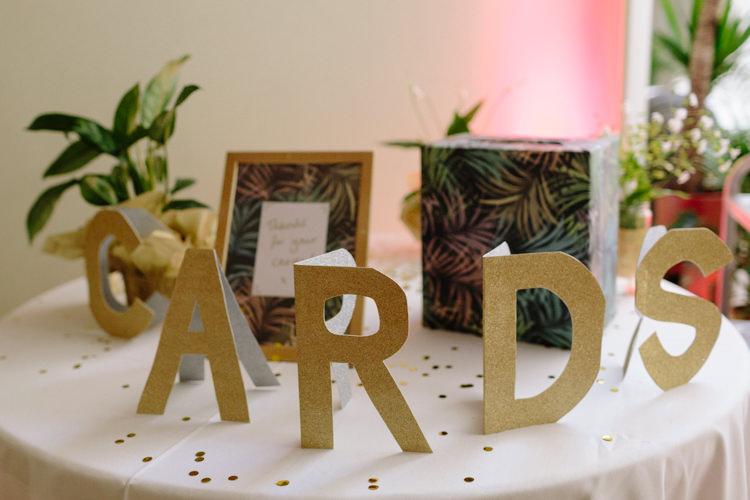 Tropical Gold Simple Decor Card Table Paper Glitter Botanical | Modern Tropical Gold Urban Wedding https://www.christinewehrmeier.com/