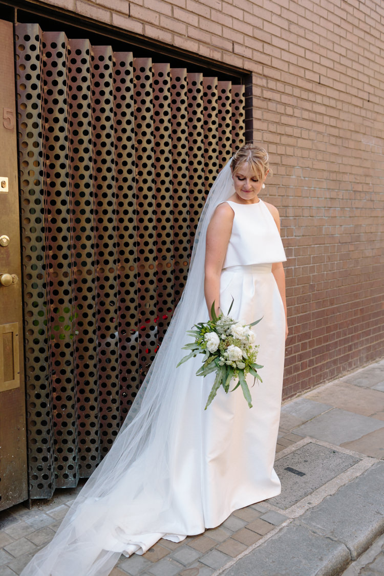 London Bride Brick Wall Street Foliage Greenery White Bouquet Jesus Peiro Dress | Modern Tropical Gold Urban Wedding https://www.christinewehrmeier.com/