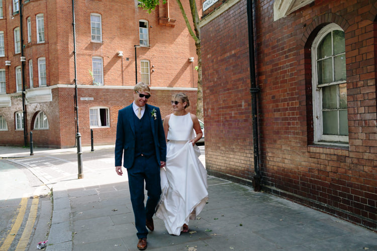 Sunny London City Bride Groom Buildings Street Jesus Peiro Dress Navy Suit | Modern Tropical Gold Urban Wedding https://www.christinewehrmeier.com/
