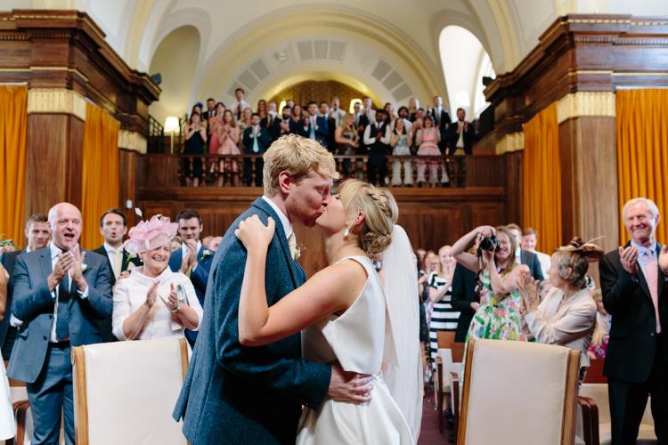 London Stoke Newington Town Hall Aisle Civil Ceremony Bride Groom Kiss | Modern Tropical Gold Urban Wedding https://www.christinewehrmeier.com/