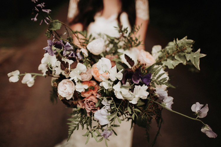 Bouquet Flowers Bride Bridal Wilk Blush White Green Silvery Grey Nature Wedding https://jonathanellisblog.com/