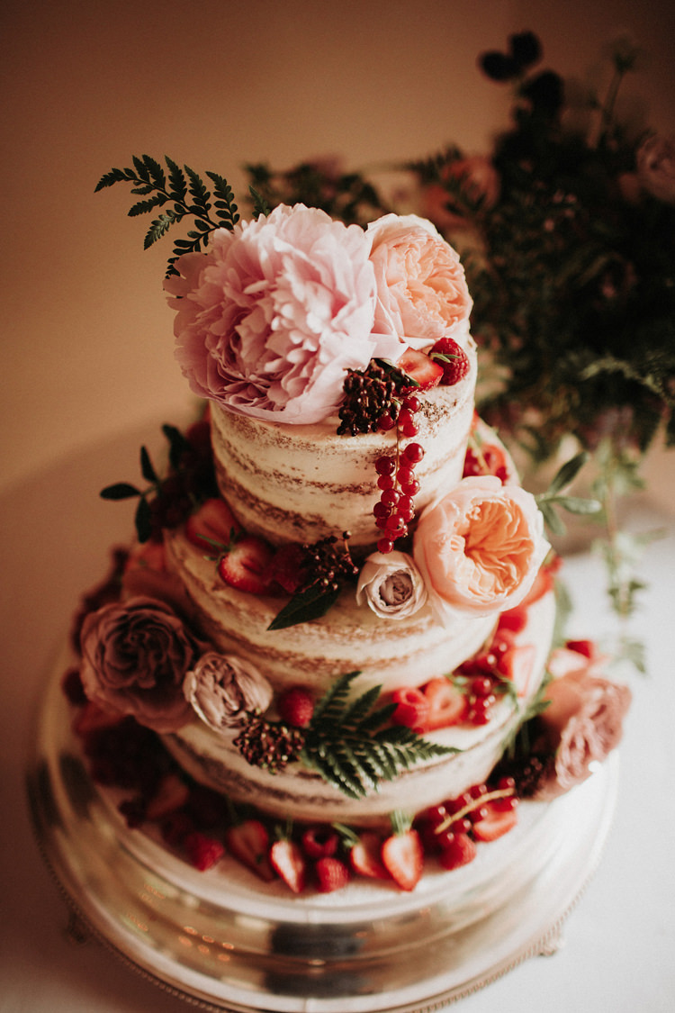 Naked Cake Sponge Flowers Layer Silvery Grey Nature Wedding https://jonathanellisblog.com/