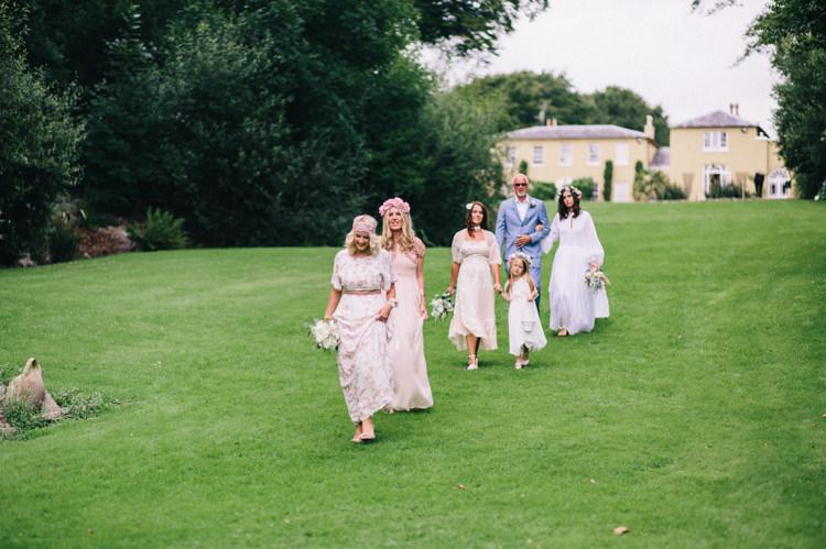 Retro 70s Bohemian Summer Dream Wedding http://whitecatstudio.ie/