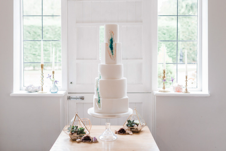 Geode Cake Agate Green White Bohemian Cool Raw Crystal Wedding Ideas https://www.hannahmcclunephotography.com/