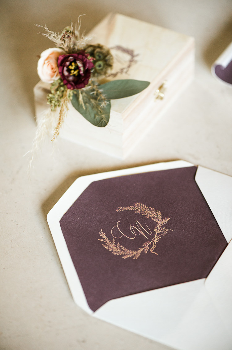 Envelope Plum Purple Violet Stationery Gold Calligraphy Invites Inviations Trendy Beautiful French Elopement Wedding Ideas http://oliviamarocco.com/
