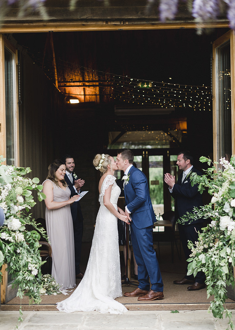 Darling Fresh Bohemian Barn Wedding https://razia.photography/