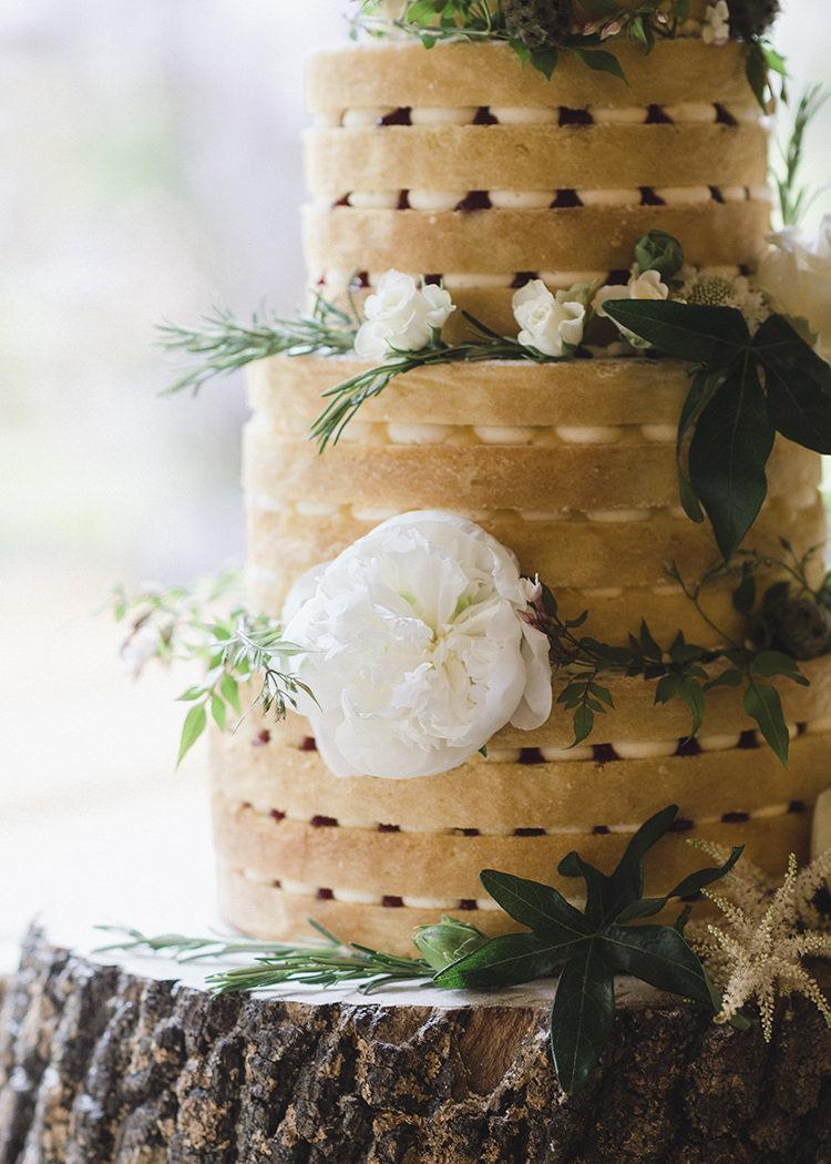 Naked Cake Sponge Layer Log Darling Fresh Bohemian Barn Wedding https://razia.photography/