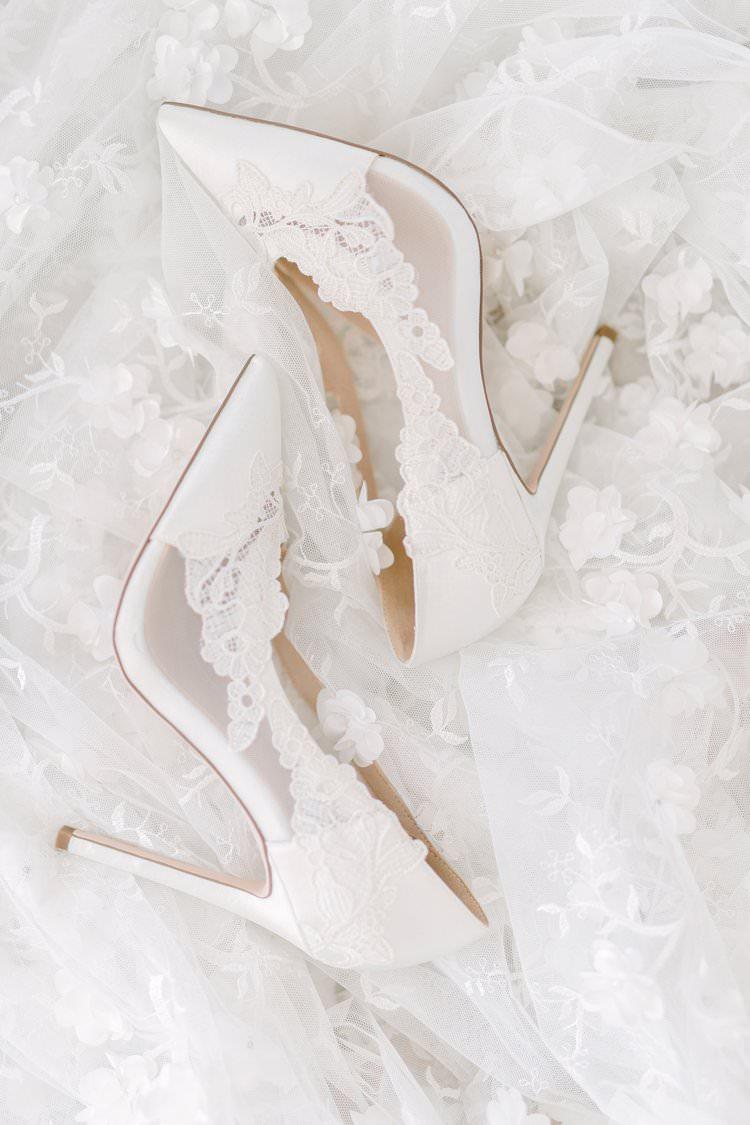 Lace Shoes Heels Bride Bridal Bohemian Luxe Greenery White Wedding Ideas Sweden http://www.lindapauline.se/