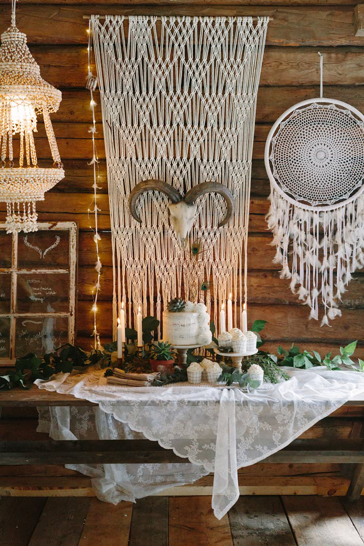Dessert Cake Forest Wilderness Outdoor Boho Antlers Foliage Nature Macrame | Bohemian Luxe Greenery White Wedding Ideas Sweden http://www.lindapauline.se/