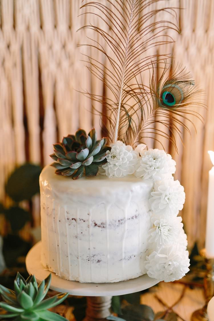 Drip Buttercream Cake Peacock Feather Bohemian Luxe Greenery White Wedding Ideas Sweden http://www.lindapauline.se/