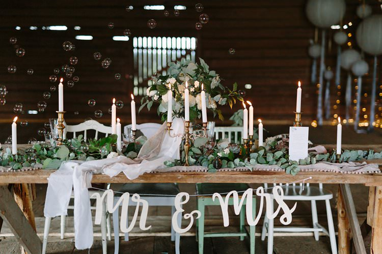 Tablescape Bubbles Forest Wilderness Outdoor Boho Antlers Foliage Nature Mr and Mrs | Bohemian Luxe Greenery White Wedding Ideas Sweden http://www.lindapauline.se/