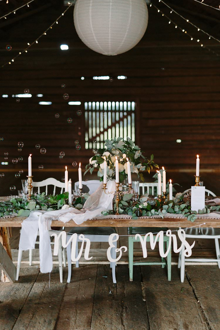 Tablescape Bubbles Forest Wilderness Outdoor Boho Antlers Foliage Nature Mr and Mrs Bohemian Luxe Greenery White Wedding Ideas Sweden http://www.lindapauline.se/