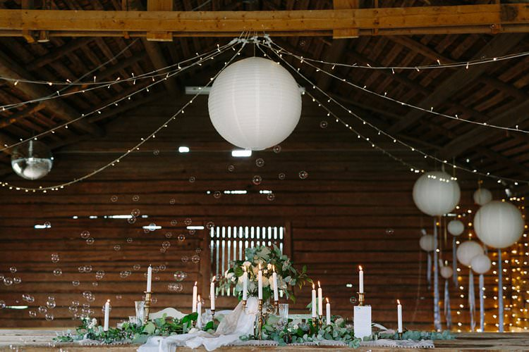 Tablescape Bubbles Fairylights Forest Wilderness Outdoor Boho Antlers Foliage Nature   Bohemian Luxe Greenery White Wedding Ideas Sweden http://www.lindapauline.se/