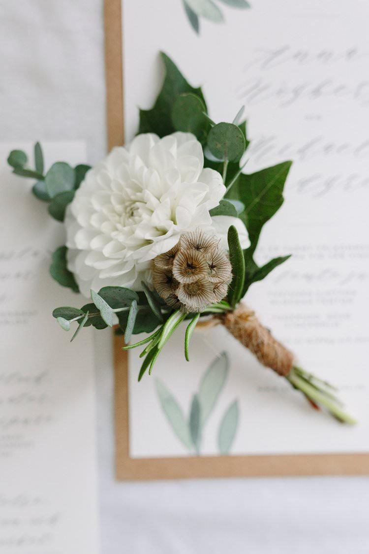 Buttonhole Groom Twine Bohemian Luxe Greenery White Wedding Ideas Sweden http://www.lindapauline.se/