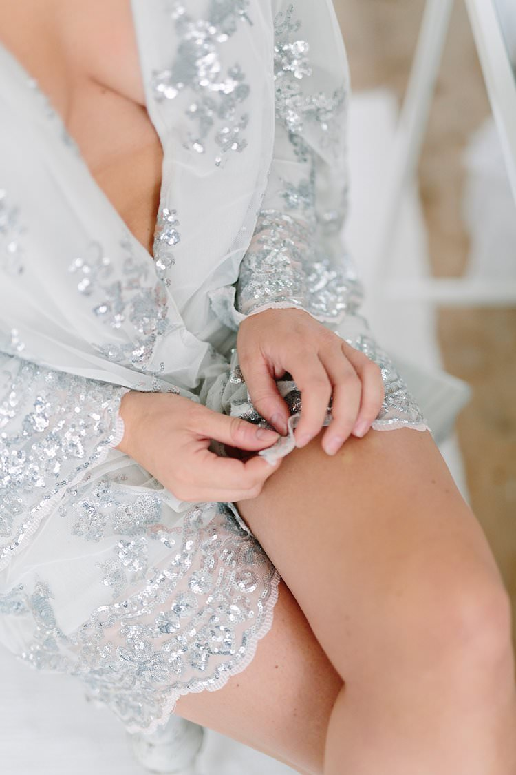 Bride Bridal Dressing Gown Robe Sequin Blue Glamour Bohemian Luxe Greenery White Wedding Ideas Sweden http://www.lindapauline.se/